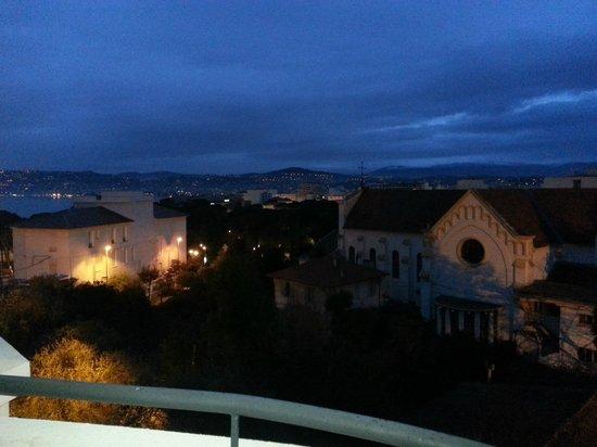 Hotel Le Grand Pavois: Вечерний вид из номера