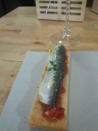 Tradevo : Sardina Marinada sobre tosta y pimiento morron