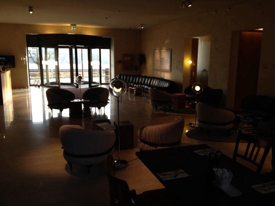 B2 Boutique Hotel + Spa: Reception area
