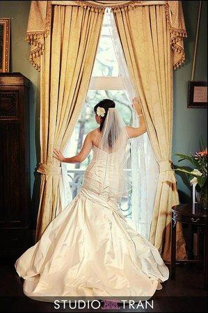 Degas House: Bride in Estelle Suite during Dressing of the Bride