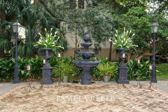 Degas House: Courtyard Wedding