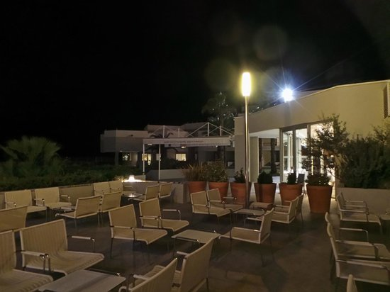 NH Marseille Palm Beach : POOL side