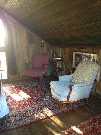 Gruene Mansion Inn Bed & Breakfast : Sitting area inside bedroom