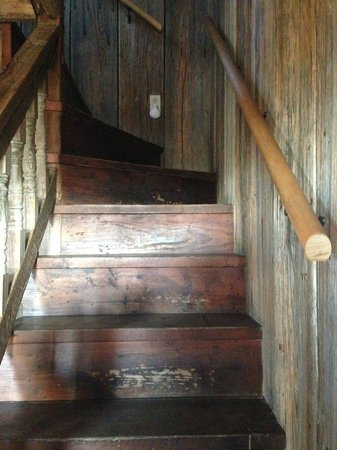 Gruene Mansion Inn Bed & Breakfast: Slightly creepy staircase