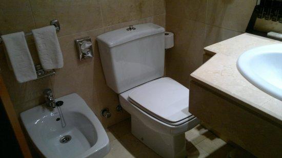 Melia Madrid Serrano Galgos: Banheiro