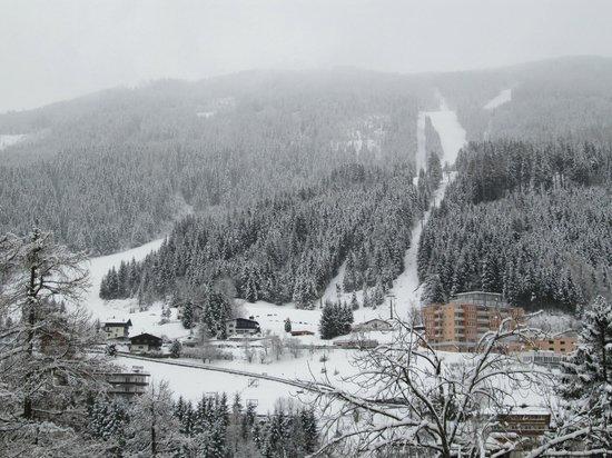 Hotel Mozart: View from bathroom window
