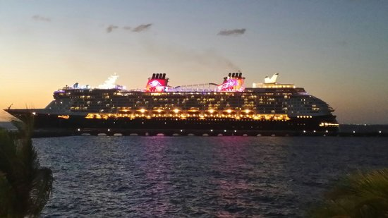 Casa Mexicana Cozumel: Newest Disney ship sailing away...View from the terrace.