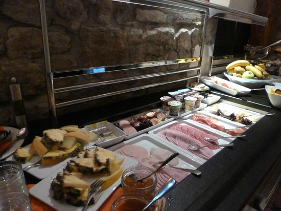 Hotel Klosterstueble: Many meats and cheeses