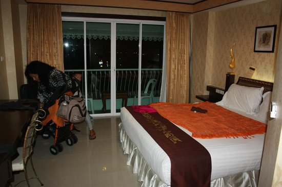 Hua Hin Markwin Lodge: Camera con balconcino