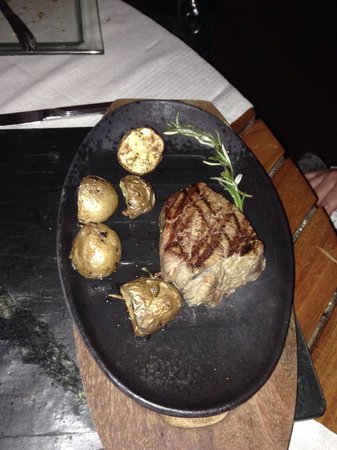 Kuramathi Island Resort: Steak at the reef (delicious)