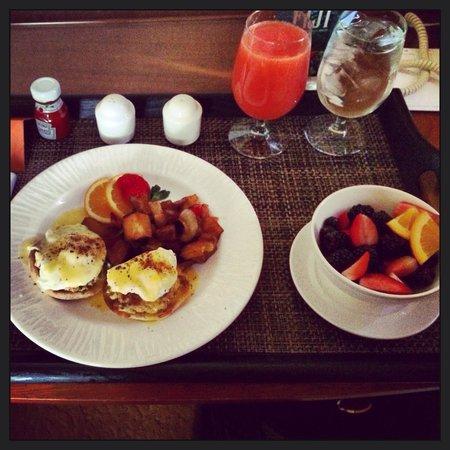 Loews Boston Hotel: Crab cake Benedict!!