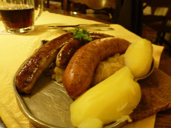 Hotel Reichskuchenmeister: Sausage sampler with sauerkraut and boiled potatoes