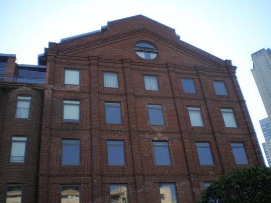 Faena Hotel: Uma das fachadas do hotel