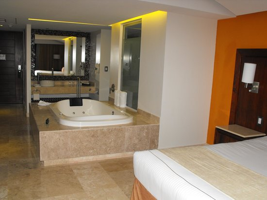 Azul Ixtapa Grand Spa & Convention Center: our room