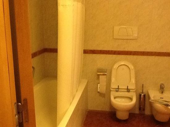 Hilton Milan: bathroom
