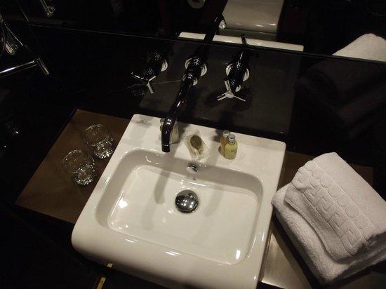 Hotel Armoni : Bathroom