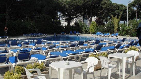 Hotel Blaumar: бассейн