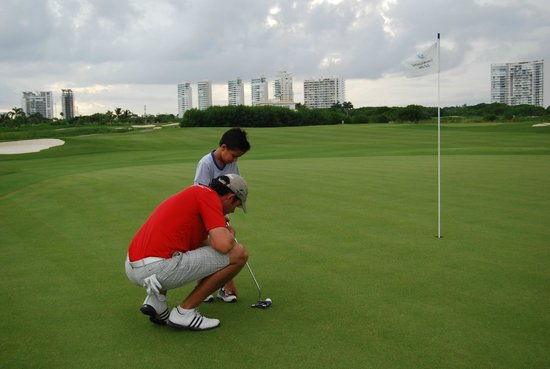 Puerto Cancun Golf Course: Pro dancdo lecciones