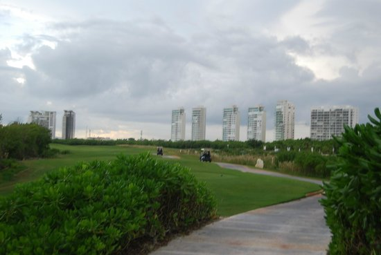 Puerto Cancun Golf Course: Torres Be, Isola y Cancun Towers
