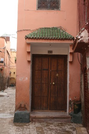 Riad Yamina : MAIN ENTRANCE DOOR -Very safety street