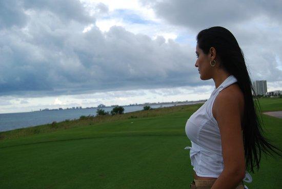 Puerto Cancun Golf Course: Vista al mar Caribe