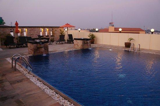 Amari Nova Suites Pattaya: piscine