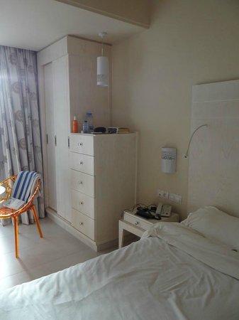 Seabel Rym Beach : chambre: rangements