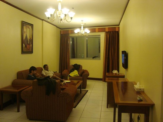 Desert Rose Hotel Apartments: Drawing room