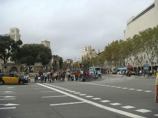 Plaza de Cataluña: На площади