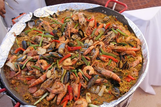 Casa del Mar Golf Resort & Spa: Paella Cooking Demonstration at the Beach Pool Area