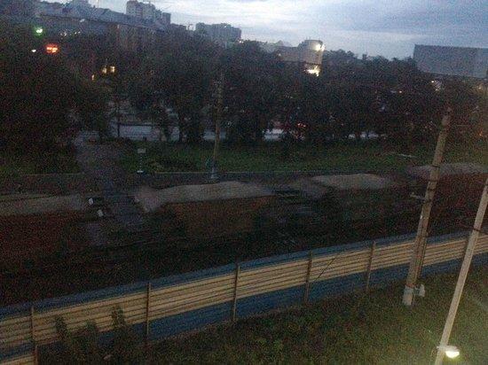Perekrestok: Под окнами проносятся товарняки