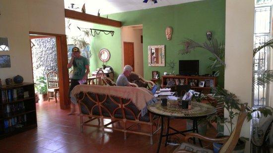 The Secret Cove Inn: Living room/dining