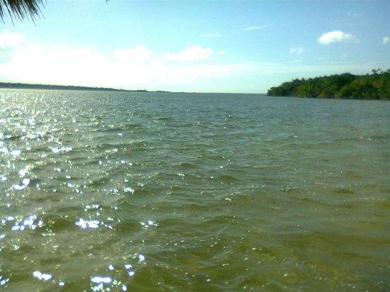 Bacalar Lagoon Resort: La laguna inquieta por el viento