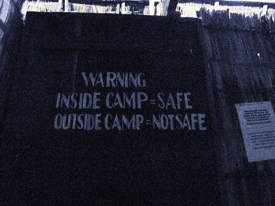 Mikadi Beach: warning sign in dark toilet - scary!