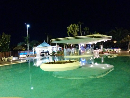 Caybeach Princess: Pool Bar At Night