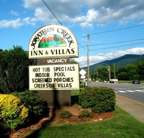 Jonathan Creek Inn and Villas : sign