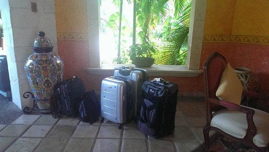 Occidental Cozumel: More Unattended Bags