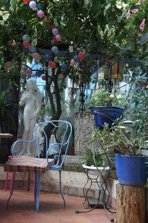 Cafe Couette au Colisee: Bonne détente chaleureuse...