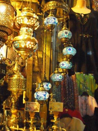 Großer Basar (Kapalı Çarşı): Hanging lights