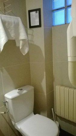 Grand Hotel Amelot: GH Amelot: particolare bagnetto: non ci sono finestre ma solo 4 mattonelle trasparenti
