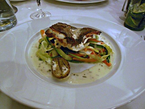 Hotel Cafe de Paris: Du St Pierreet ses petits légumes:délicieux