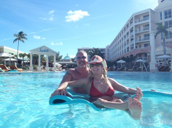 Sandals Royal Bahamian Spa Resort & Offshore Island : Relaxing in the pool