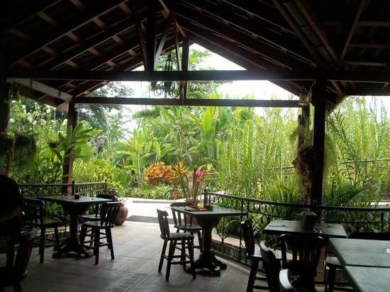Blue River Resort & Hot Springs: Exotic Dining Area