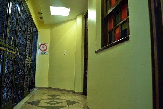 La Rocca Hostel: Corredor habitaciones