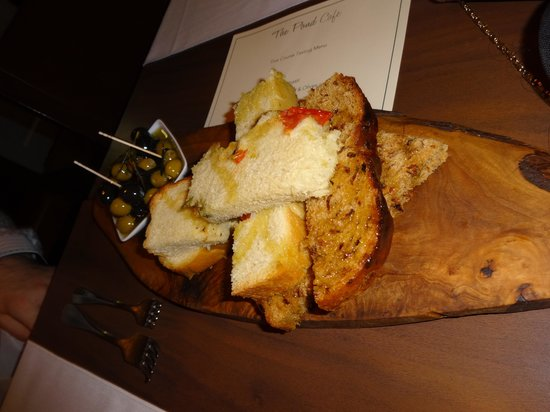 The Hambrough: Breads and olives