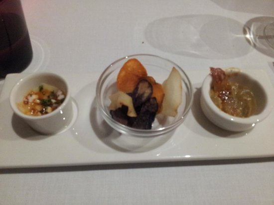 Restaurant Montiel: Chip assortment with dipping sauces