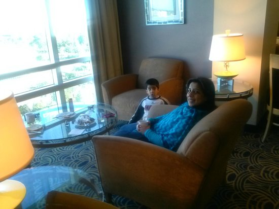 Crowne Plaza Orlando Universal: Sitting area at the Executive Breakfast area