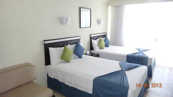 Aquamarina Beach Hotel: hab