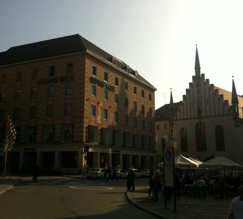 New Town Hall (Neus Rathaus) : Рядом с Карлплац
