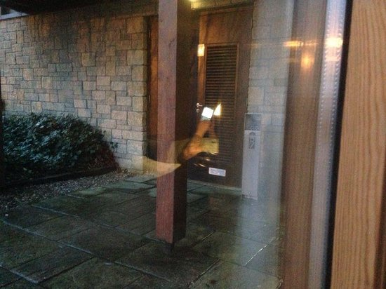 Lodge on Loch Lomond: The entrance to the door that bangs all night